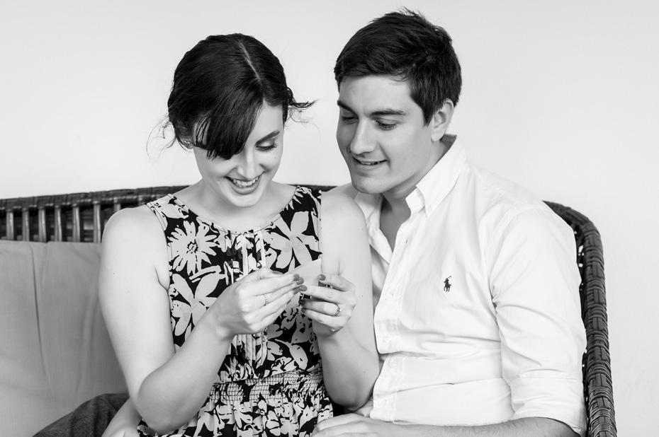 couple-read-love-notes-malaga