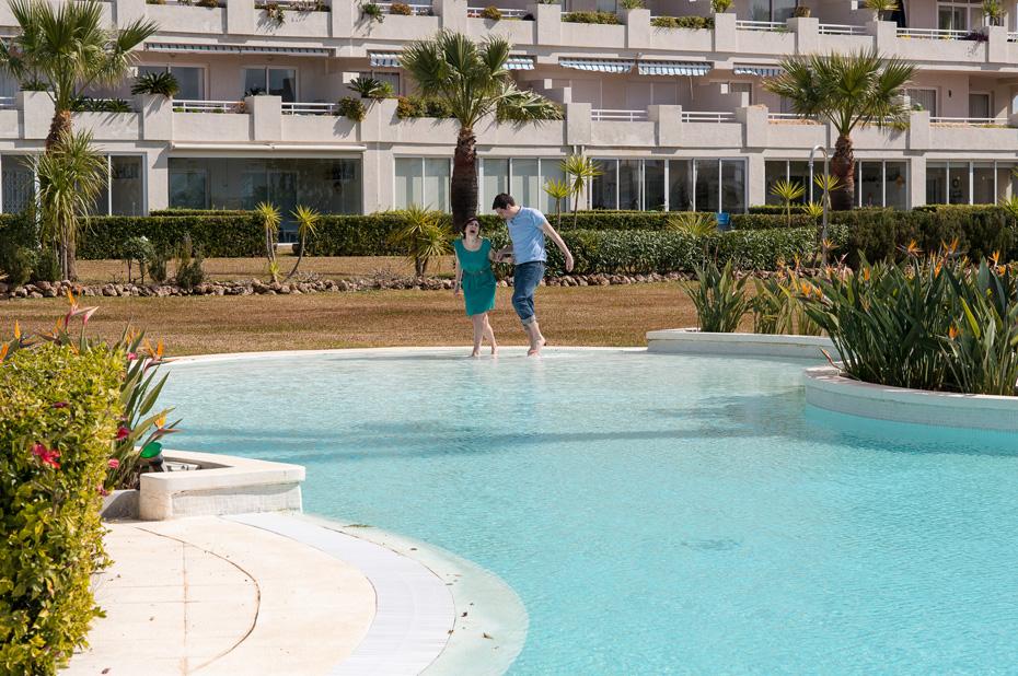 couple-laughing-at-pool-mijas-malaga